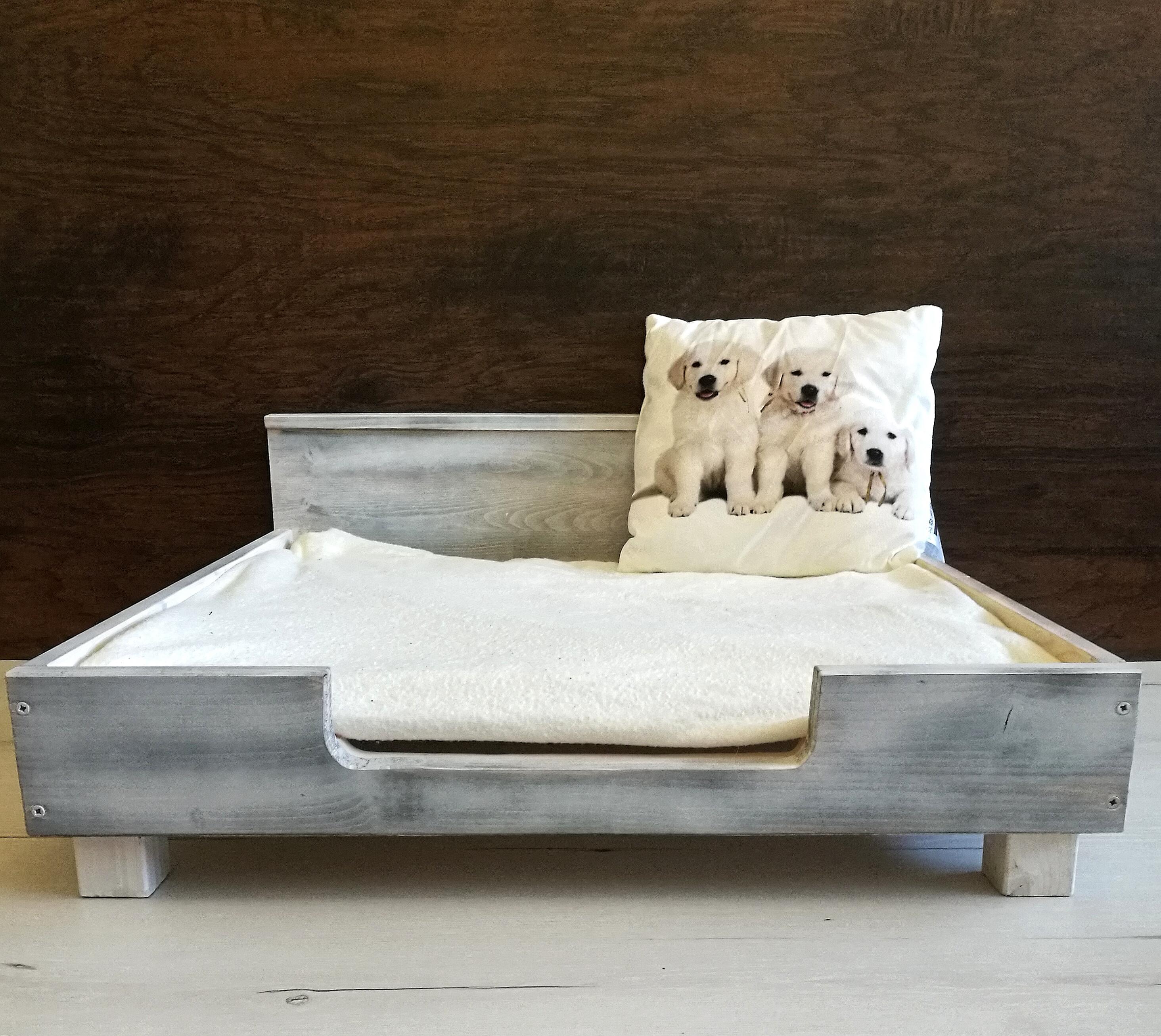 Vintage fa kutyaágy, kutyafekhely