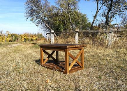 egyedi tömörfa dohányzóasztal